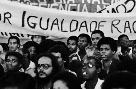 Concentração da Caminhada por Zumbi, ato organizado pelo Movimento Negro Unificado (MNU) em frente ao Teatro Municipal de São Paulo em 20 de novembro de 1979 Foto:  Jesus Carlos