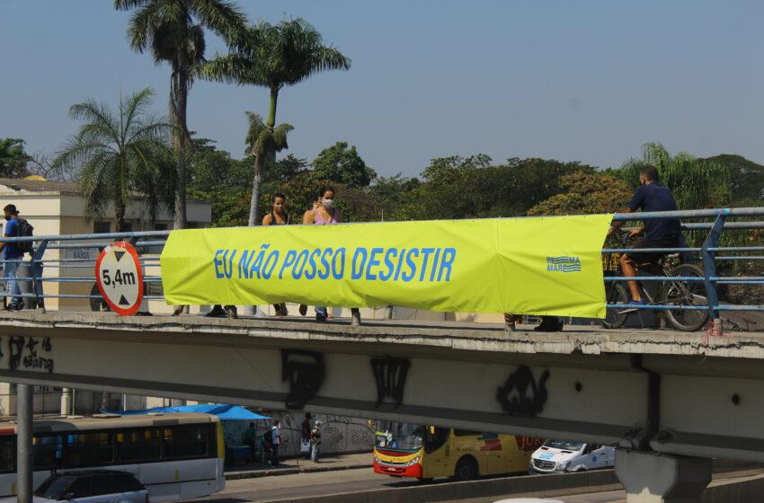 Faixa colocada em passarela da Avenida Brasil para divulgar o Rema Maré | Foto: Divulgação
